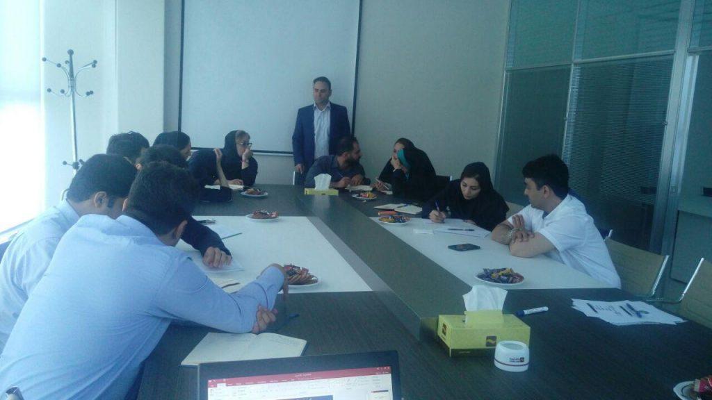 برگزاری کارگاه آموزشی آشنایی با شاخص های کلیدی عملکرد در معاونت بانکداری الکترونیکی بانک آینده